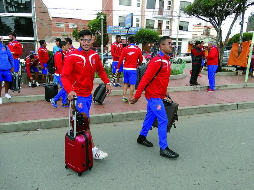 El plantel estudiantil se ausentó ayer a Yacuiba, donde esta tarde definirá su futuro en la Liga.