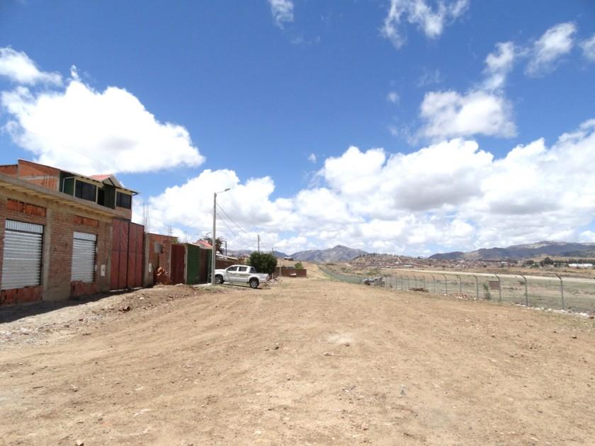 PROYECTO. Vista de una amplia avenida proyectada en forma paralela a la antigua franja de aterrizaje del aeropuerto...