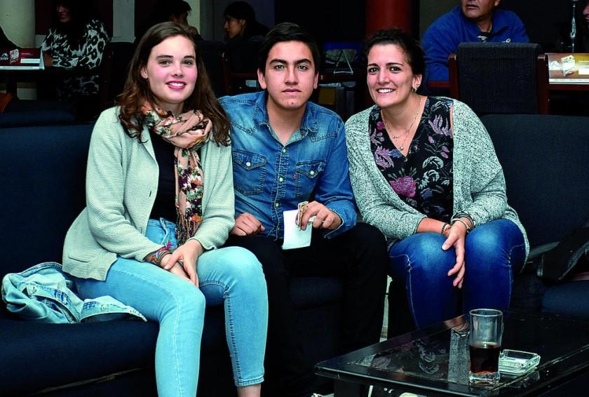 Mila Sidenglen, David Lora y Sofia Valiente.
