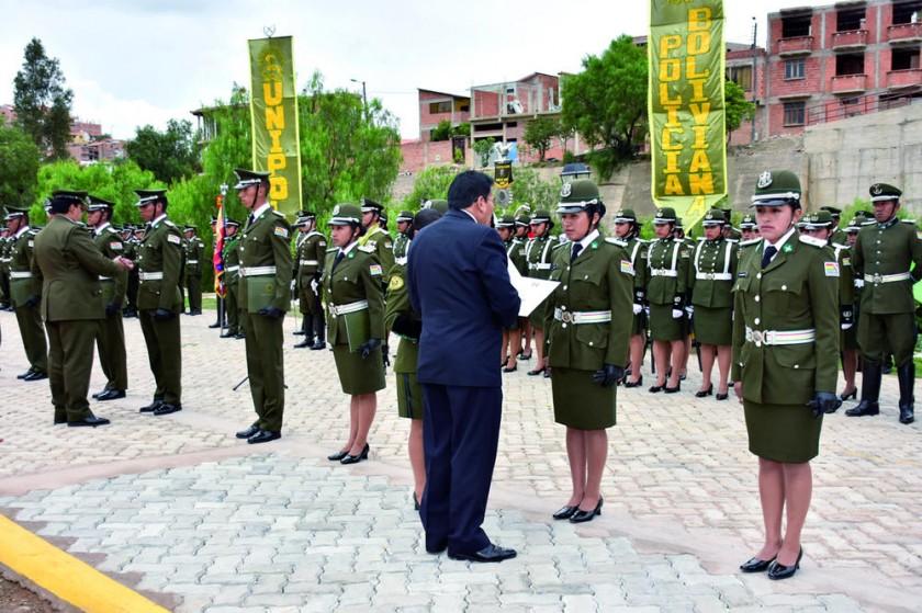 Entrega de certificados de egreso como Técnico Superior en Ciencias Policiales.