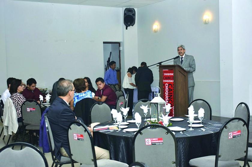 CEREMONIA. Una imagen del acto de la Cámara de Industria, Comercio, Servicios y Turismo (CAINCO) de Chuquisaca.