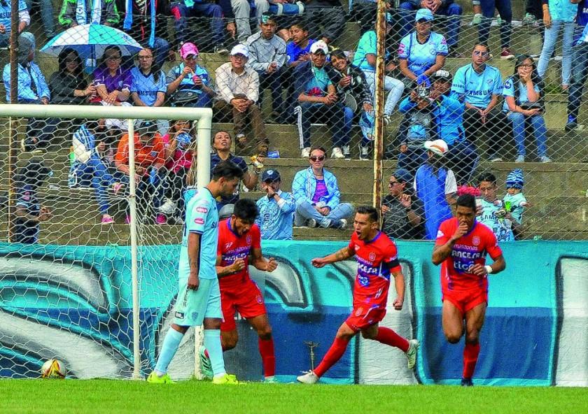Universitario ganó ayer a Bolívar, en Tembladerani.