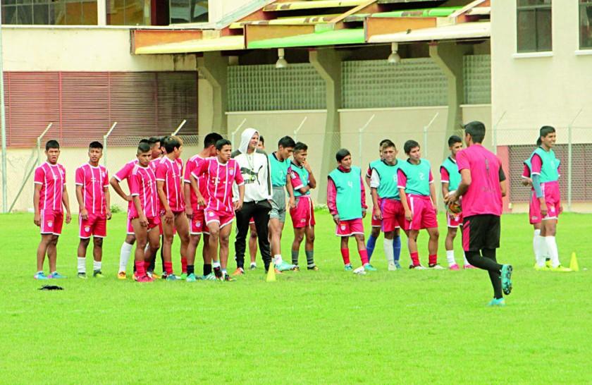 La selección masculina de Chuquisaca cerró ayer sus prácticas, en la cancha auxiliar del estadio Patria.