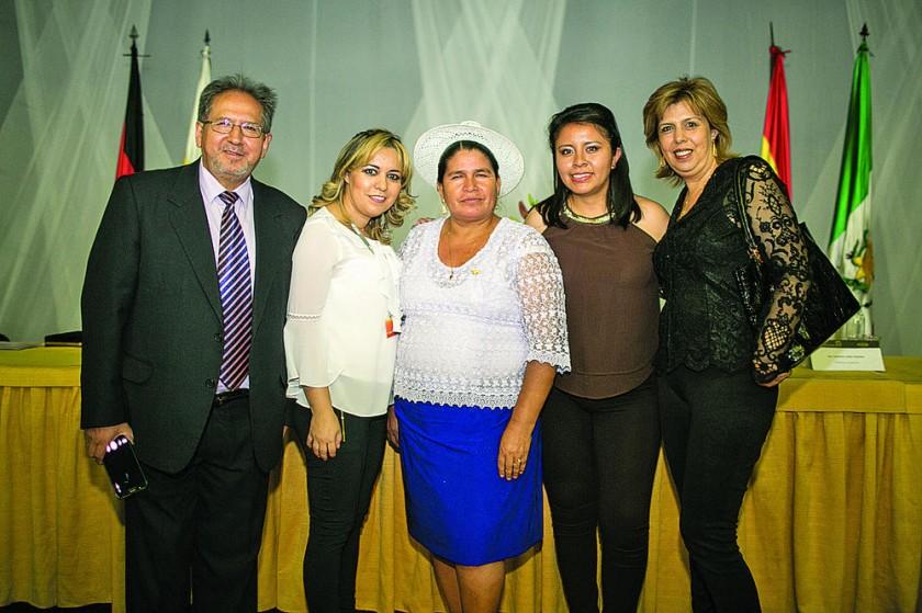 Ricardo Fuentes, Judith Barrero, Leonilda Zurita, Verónica Hinojosa y Carmen Barrero.