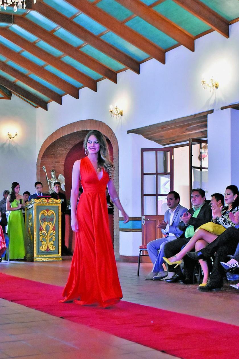 María Rene de los Ángeles, Academia de Reinas.