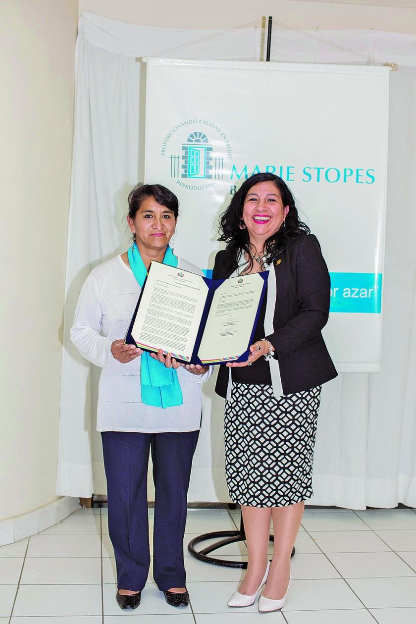 María Luz Colque y Patricia Gómez Andrade senadora nacional por Chuquisaca.