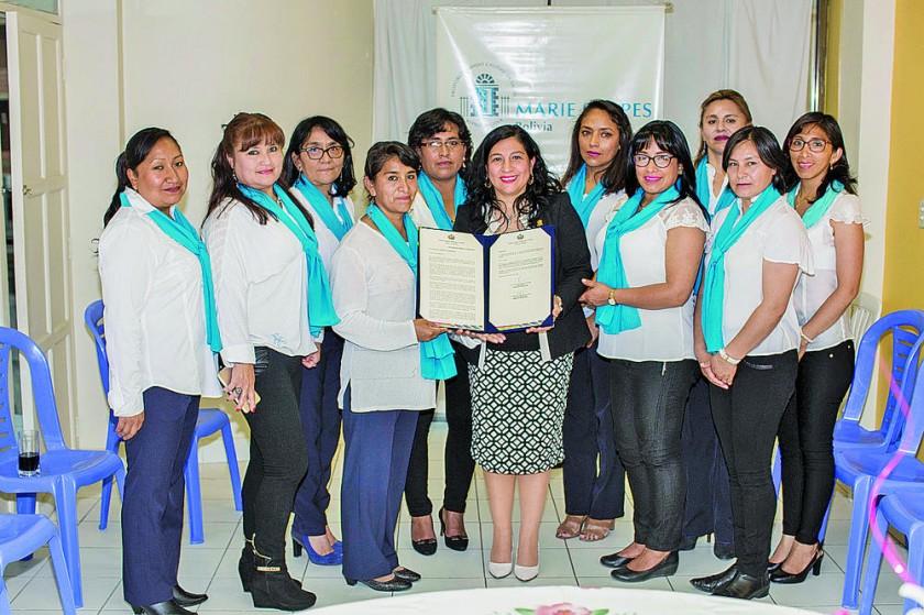 Personal de Marie Stopes regional Sucre junto con la senadora Patricia Gómez Andrade.