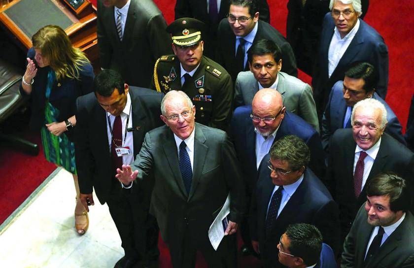 El Presidente de Perú se queda a sólo ocho votos  de la destitución