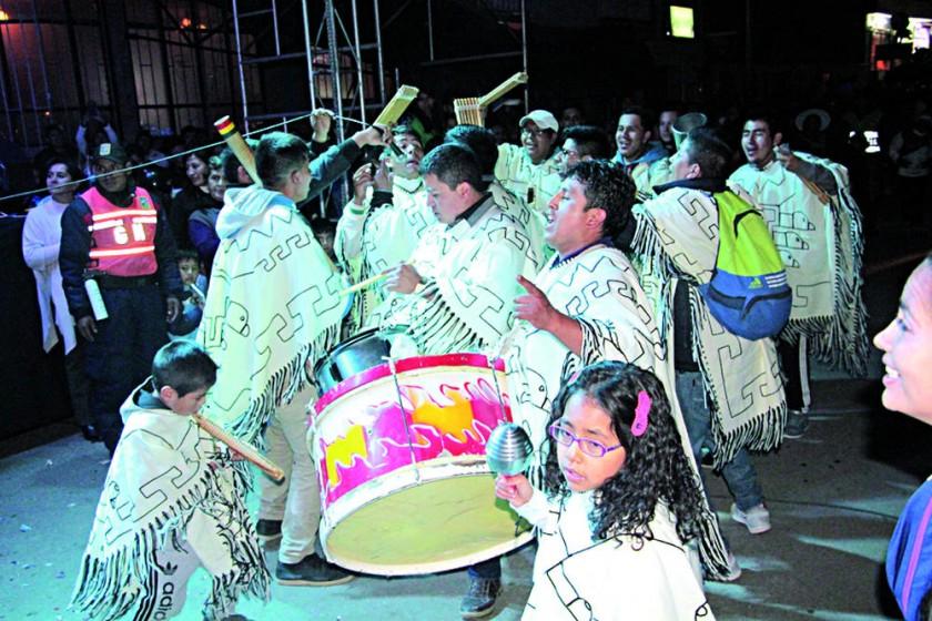 CELEBRACIÓN. Grupos de sicuris interpretaron los tradicionales chuntunquis.