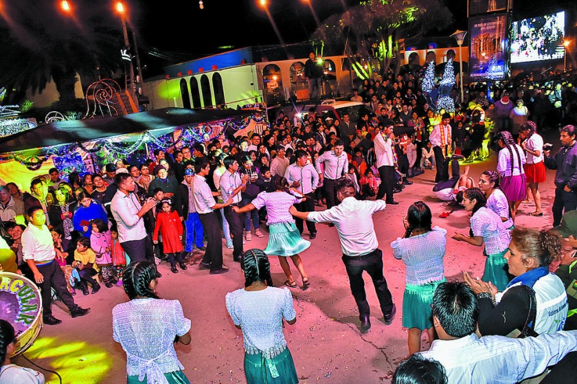 Los kachamosos deleitaron con su danza al público.