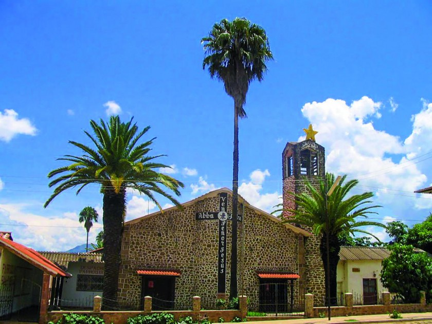 Iglesia del pueblo de Huacareta. Foto: http://mapio.net