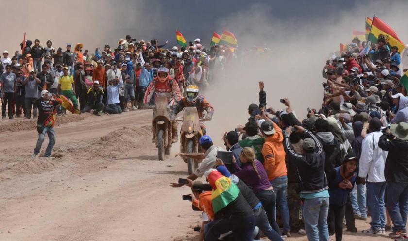 Miles de personas recibieron a los corredores.