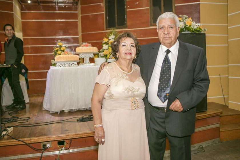 Betty Aguilar de Poveda y Julio Poveda.