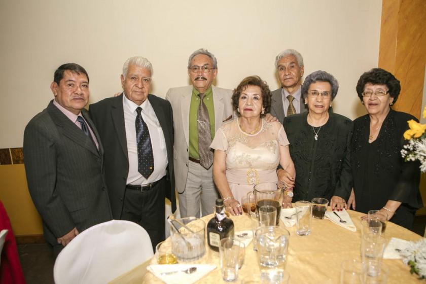 Wálter Calle, Julio Poveda, Hugo Clavijo, Betty de Poveda, Iván Palacios, Rosario de Palacios y Carmen de Clavijo.