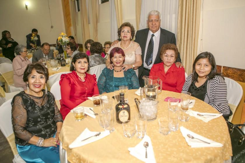 Rosario Cortez, Marta Cortez, Nayda Pereira, Julio Poveda y Betty de Poveda, Doris Suárez y Julia Pereira.