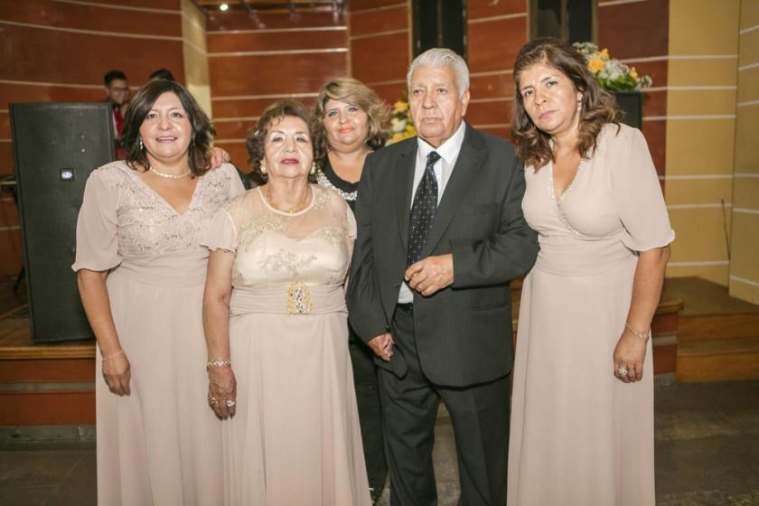Marcela Poveda, Betty Aguilar, Paola Poveda, Julio Poveda y Carmen Poveda.
