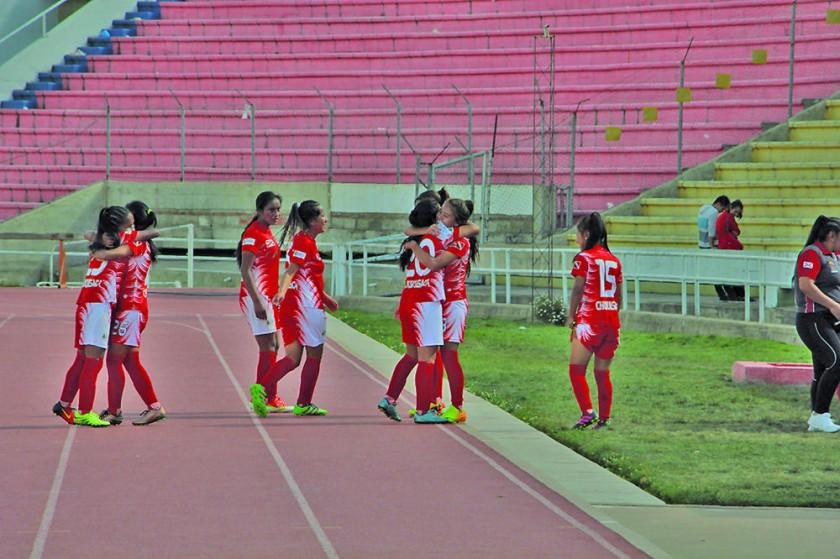 La selección femenina vapuleó 10-0 a Santa Cruz; mientras que la masculina, venció 7-2 a los cruceños.