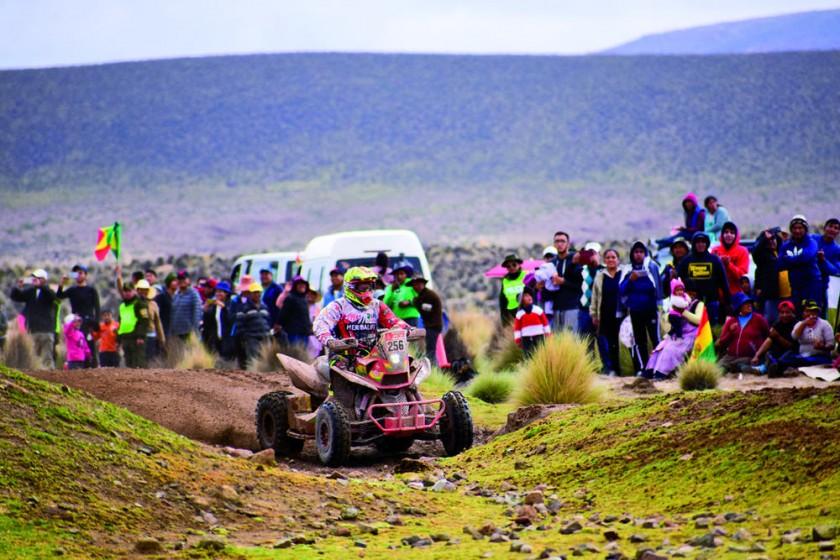 """El """"lobo del desierto"""" era el piloto boliviano más destacado en el Dakar 2018, ubicándose en el Top 10 de la..."""
