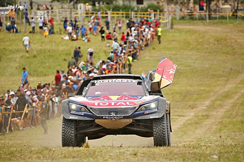 El español Carlos Sainz cortó una sequía de siete años y ganó en autos.
