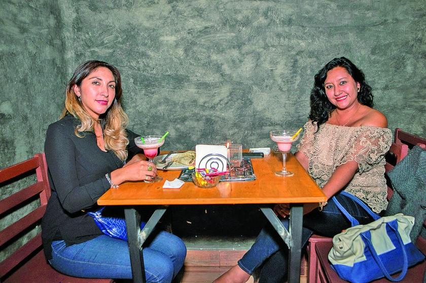 Maritzabel Torres y Valeria Sandoval.