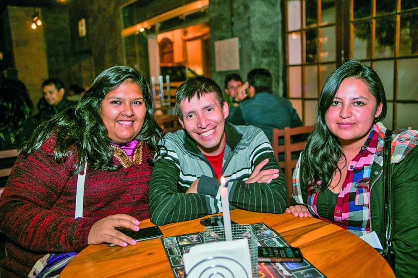 Jéssica Aban, Albert Rivera y Daniela Vargas.
