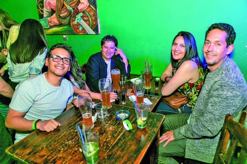 Mauricio, Rodrigo, Paola y Sergio.