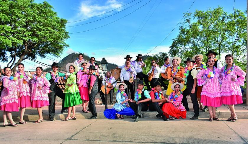 Grupo Horizontes y el Ballet Municipal de Sucre.