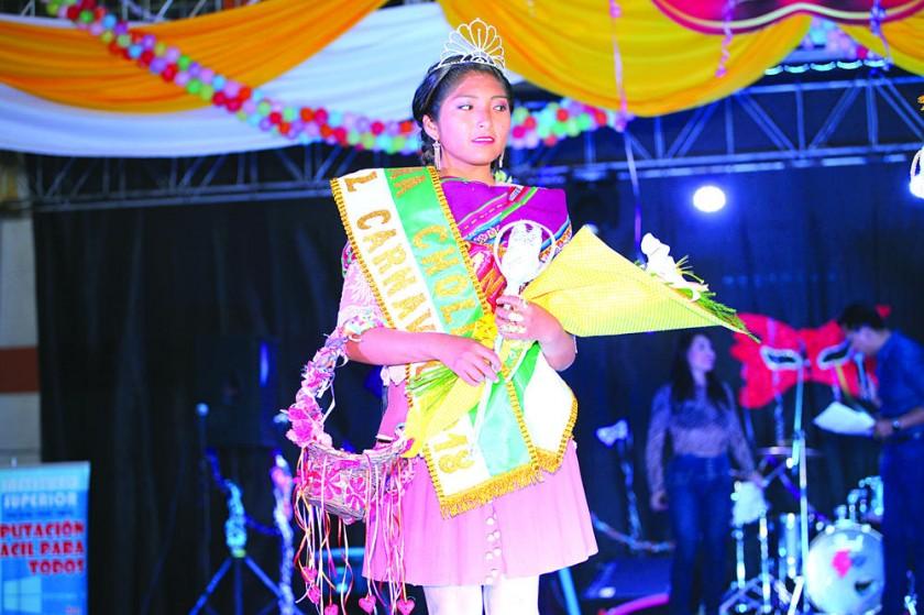 GANADORAS. La elección de las soberanas del Carnaval se realizó anoche en el coliseo Universitario, en medio de la...