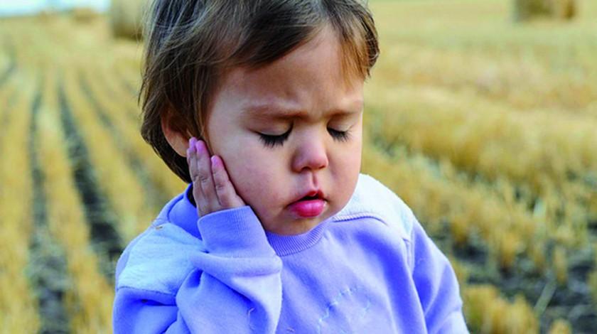 Un gesto típico del dolor que provoca la otitis.