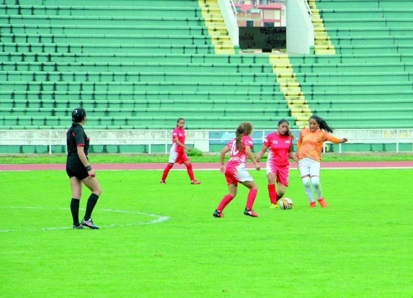 La selección femenina local venció ayer a Tarija.
