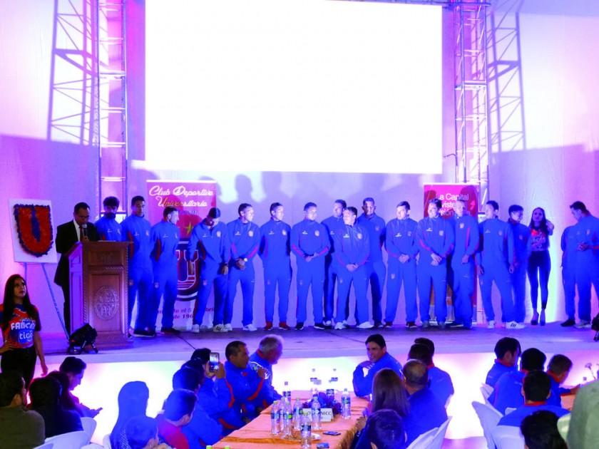 El plantel estudiantil fue presentado anoche, en un acto especial celebrado en la Casa de la Cultura Universitaria.