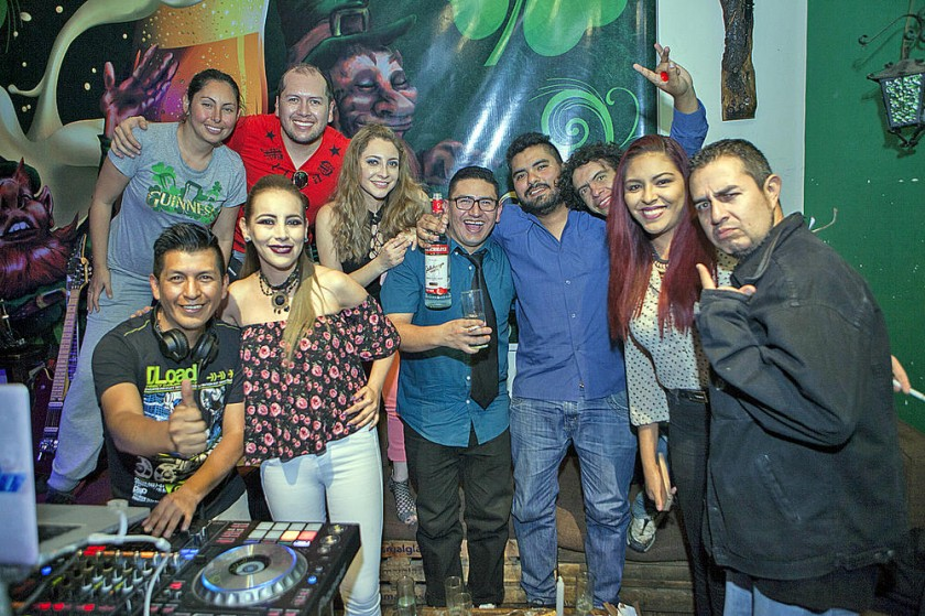 La cumpleañera Mónica Mercado celebró su cumpleaños junto a sus amigos.