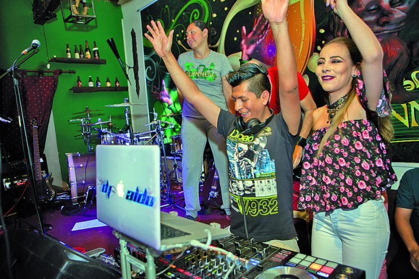 DJ Aldo y Mónica Mercado de Generación X.