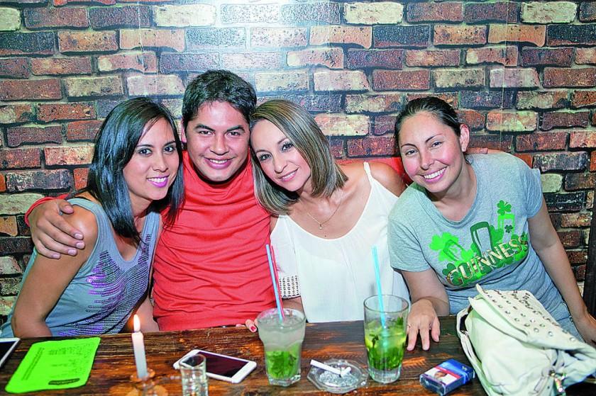 Mariana Ortiz, Marcos Morales, Cecilia Gamarra y Claudia Flores.