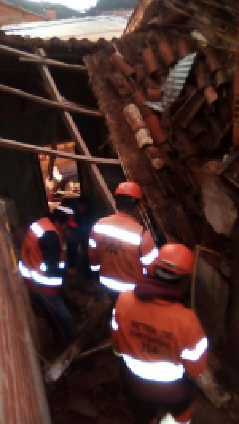 El techo desplomado. FOTO: Gentileza de la Unidad de Riesgos