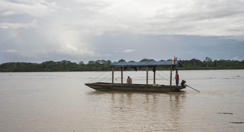 Un barco en el río Madre de Dios, que divide los departamentos de Beni y Pando.