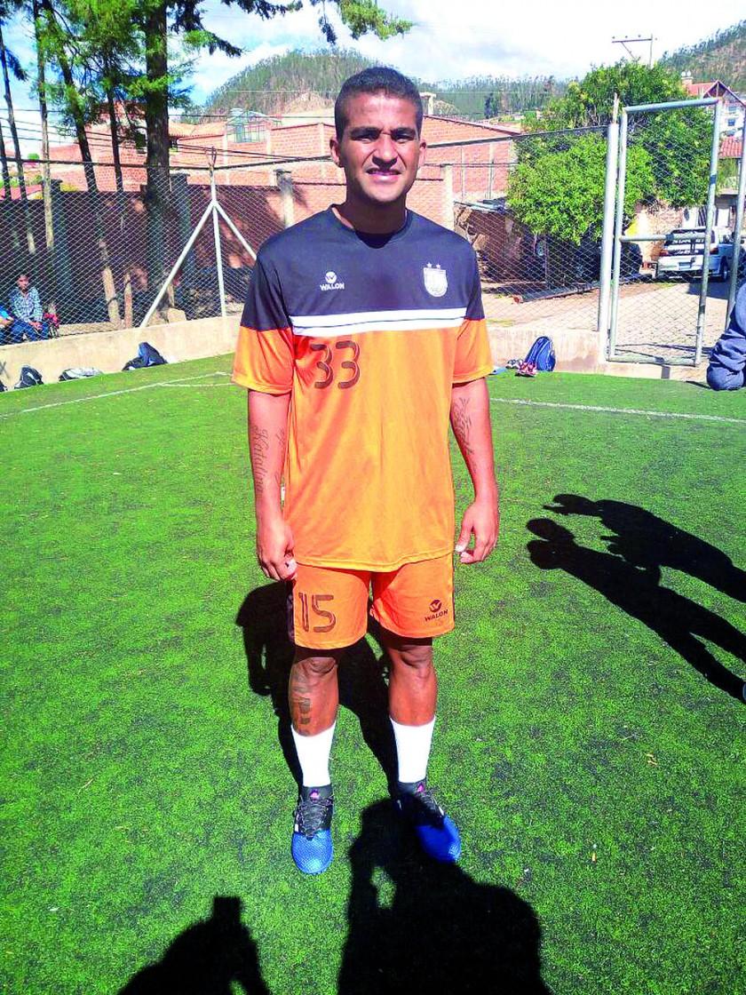 El defensor colombiano se incorporó a los entrenamientos de Universitario, en el ex Seminario.