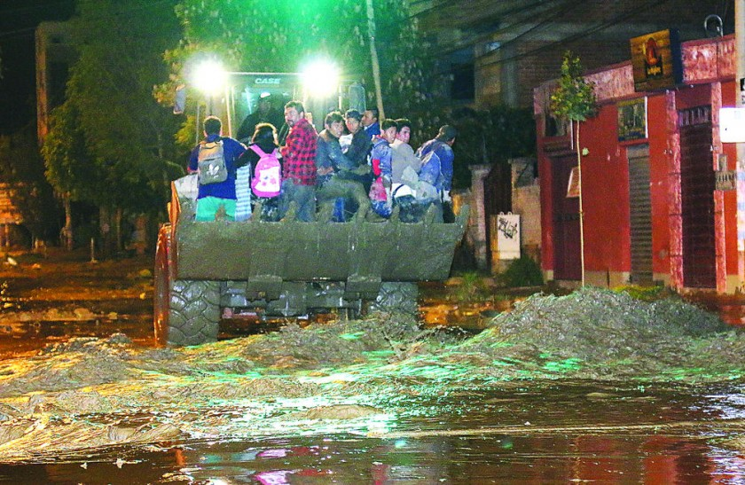 Mazamorra castiga a Tiquipaya y crece emergencia general