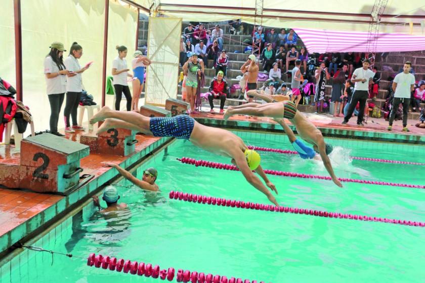 La piscina de El Rollo estuvo cerrada durante diez meses por mantenimiento.