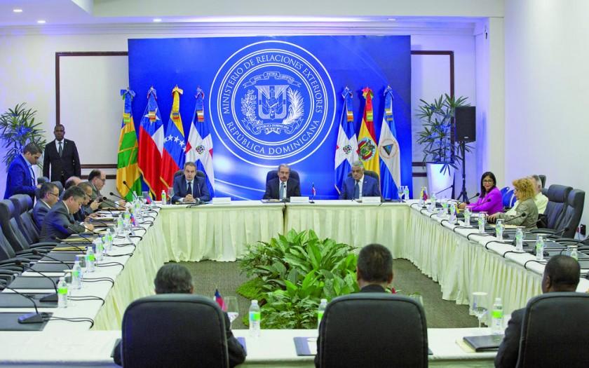 REUNIÓN. Representantes del Gobierno y de la oposición venezolana en Santo Domingo.
