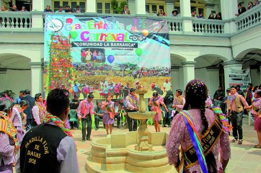 ALEGRÍA. El Carnaval tiene un tinte diferente en el Distrito 6 de Sucre, mientras que el Corso Saludable 2018...