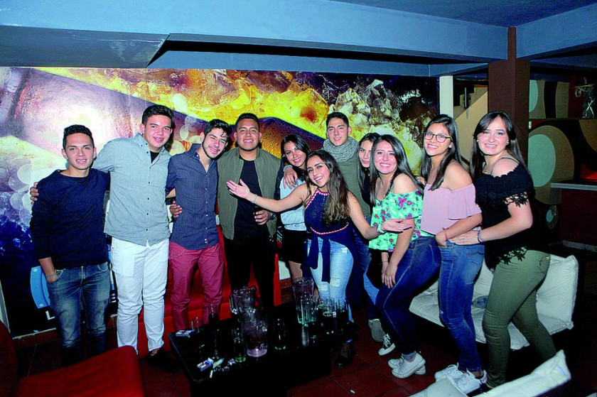 La cumpleañera, Natalia López, disfrutó de la mejor noche junto con sus amigos.
