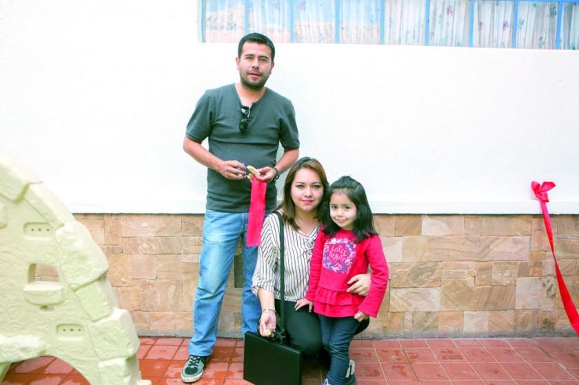 Luís Flores, Lizbeth Toro y Estefanía Flores.