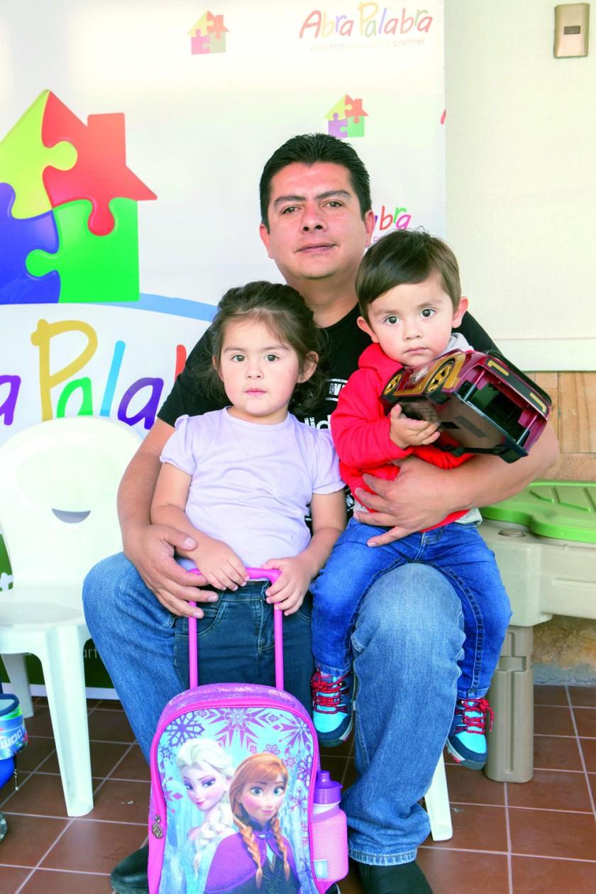 Isabella, Sergio y Sebastián Gonzales.