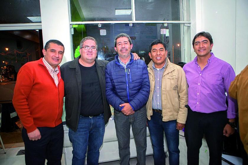 Rodrigo Barrios, Alfredo Jauregui, Álvaro Valdivia,  Henrry Cruz y Marcelo Betancourt.