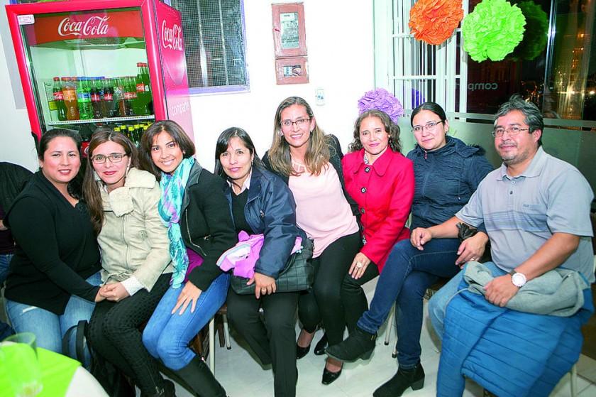 María Isabel Miranda de Betancourt junto a sus amigas.
