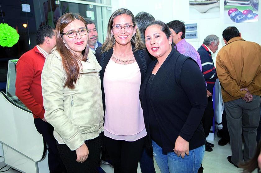 Marisol Flores, María Isabel Miranda de Betancourt y Gloria Mariscal.