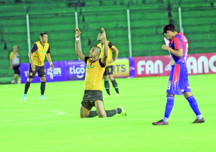 El canario celebró su primer triunfo a costa de Universitario, que todavía no sabe de victorias en el torneo.