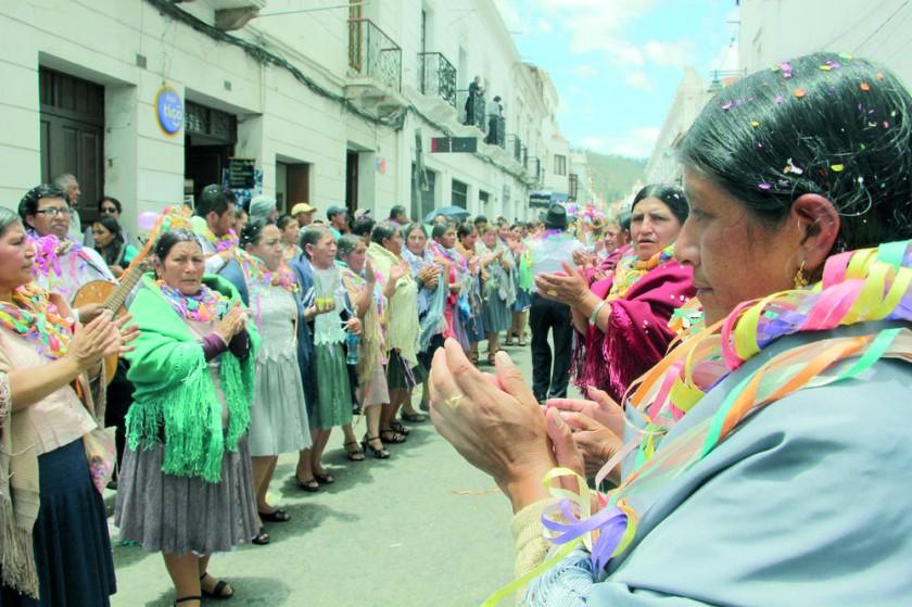 MÚSICA. Las pandillas de Tarabuco cantaron alegres a viva voz.