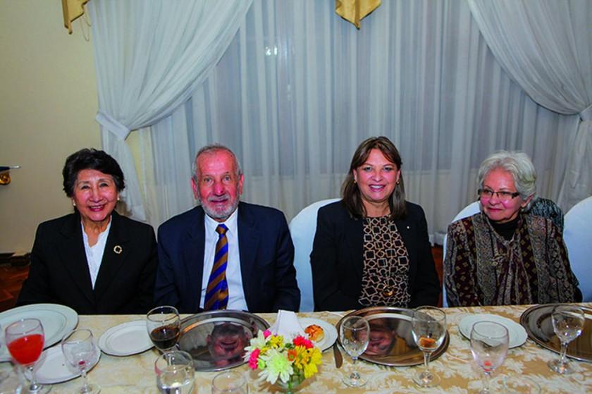 Sonia de Crespo, Carlos Pacheco, Pichita de Virreira y María Antonieta García Meza de Pacheco